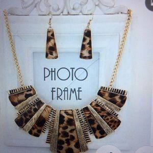 2pc costume jewelry necklace set